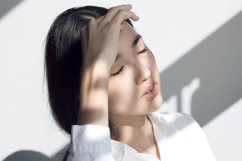woman closing her eyes - eye rest - how to de-stress at work