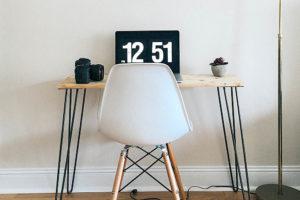 small desk decor